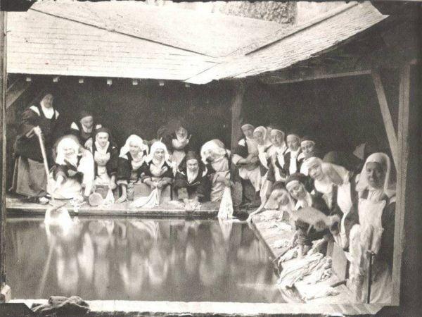5 thanh therese 600x450 - 10 bức ảnh đời thường của các vị thánh và chân phước