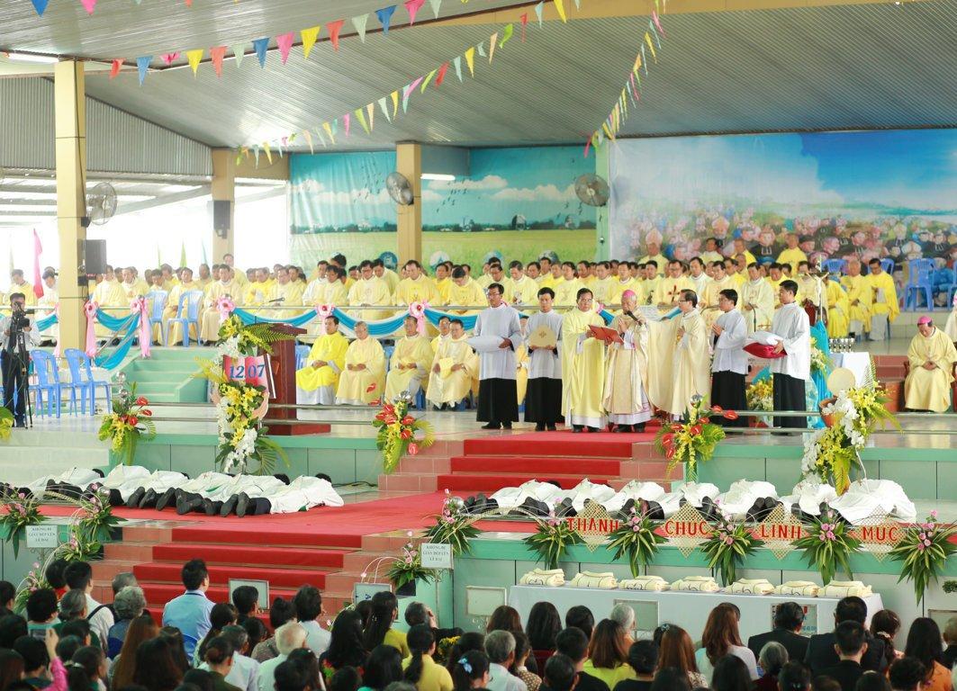 gp long xuyen thanh le phong chuc linh muc 2018 768 1 - Gp Long Xuyên Thánh lễ Phong chức linh mục 2018