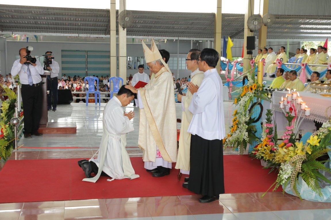 gp long xuyen thanh le phong chuc linh muc 2018 768 10 - Gp Long Xuyên Thánh lễ Phong chức linh mục 2018