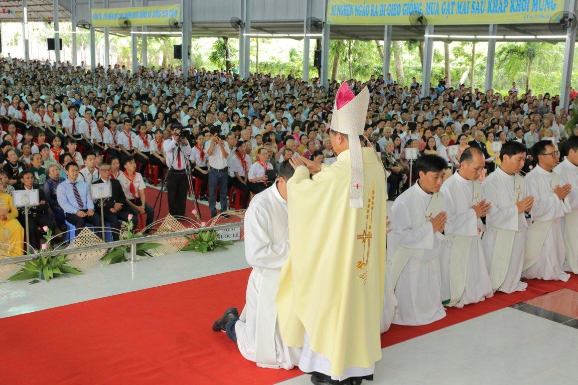 gp long xuyen thanh le phong chuc linh muc 2018 768 11 - Gp Long Xuyên Thánh lễ Phong chức linh mục 2018