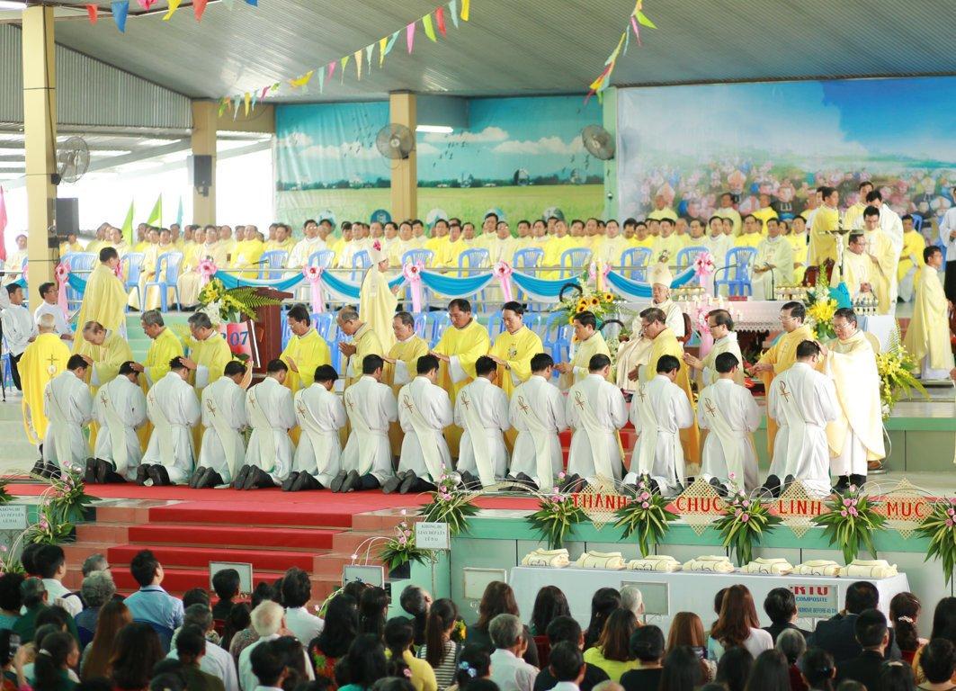 gp long xuyen thanh le phong chuc linh muc 2018 768 12 - Gp Long Xuyên Thánh lễ Phong chức linh mục 2018