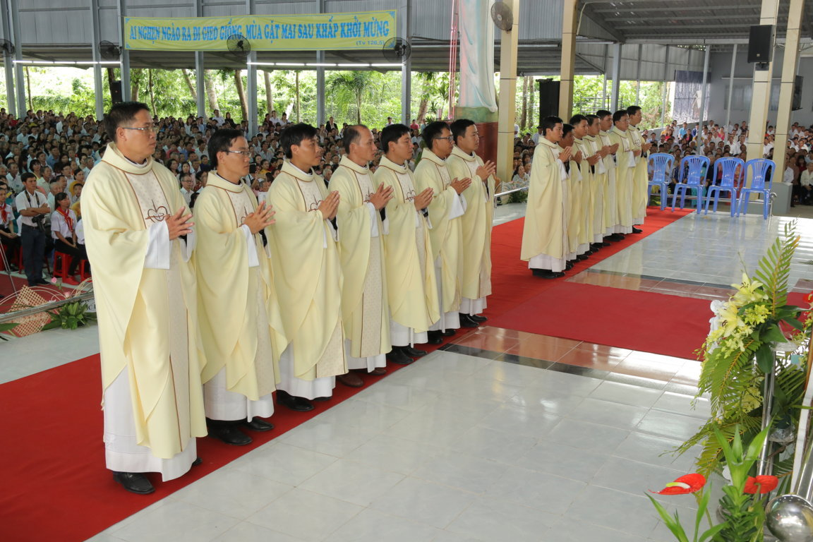 gp long xuyen thanh le phong chuc linh muc 2018 768 15 - Gp Long Xuyên Thánh lễ Phong chức linh mục 2018