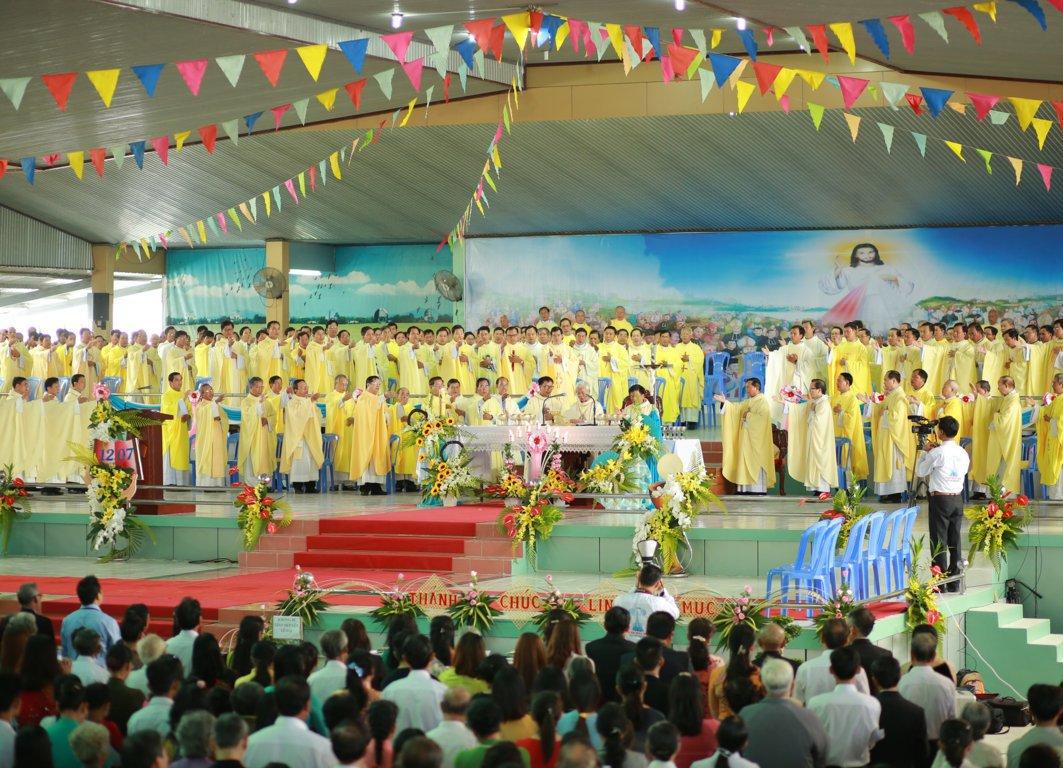 gp long xuyen thanh le phong chuc linh muc 2018 768 19 - Gp Long Xuyên Thánh lễ Phong chức linh mục 2018