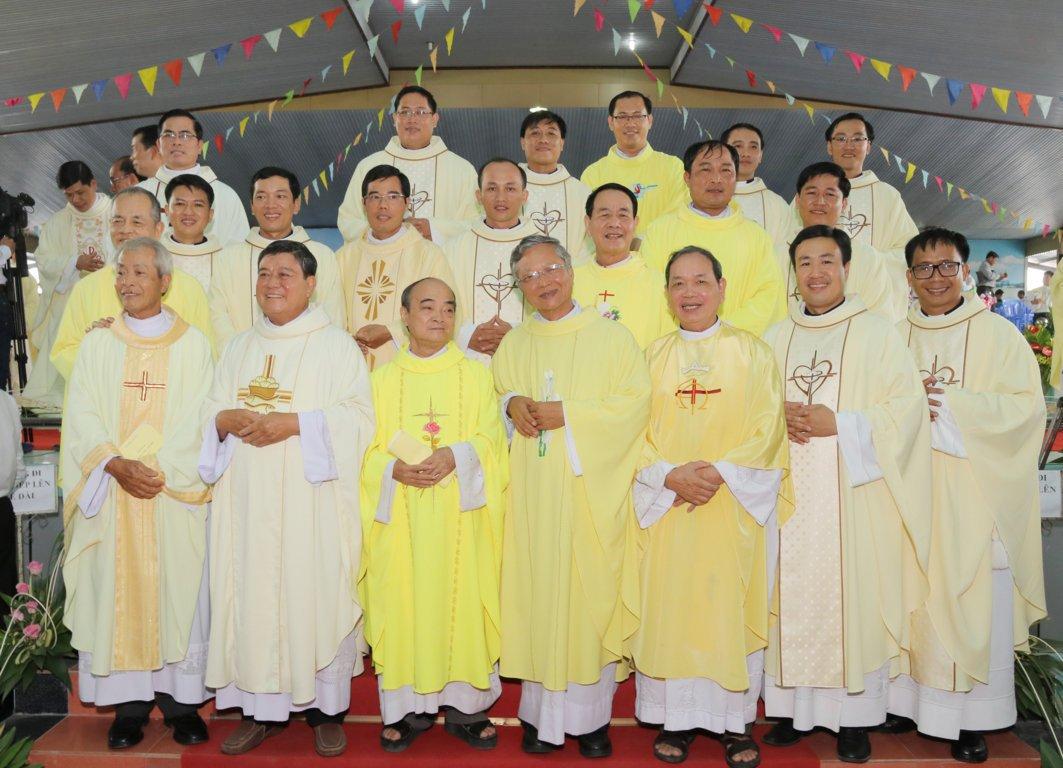 gp long xuyen thanh le phong chuc linh muc 2018 768 23 - Gp Long Xuyên Thánh lễ Phong chức linh mục 2018