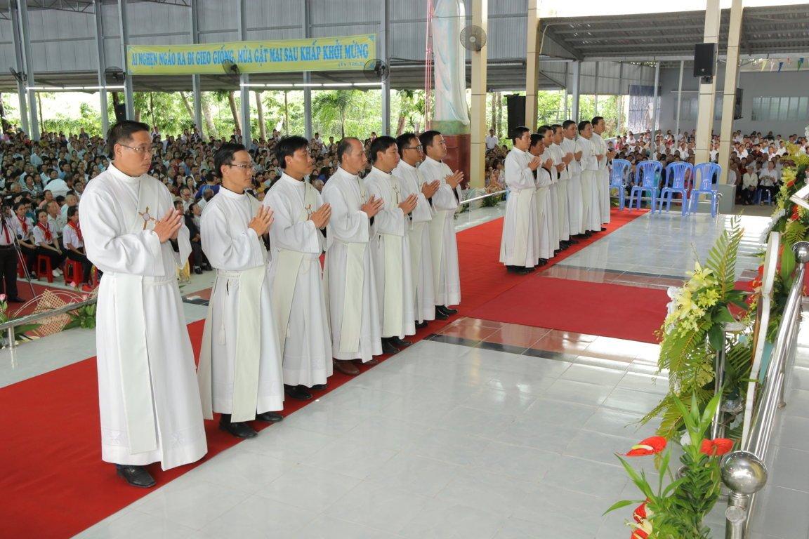 gp long xuyen thanh le phong chuc linh muc 2018 768 5 - Gp Long Xuyên Thánh lễ Phong chức linh mục 2018