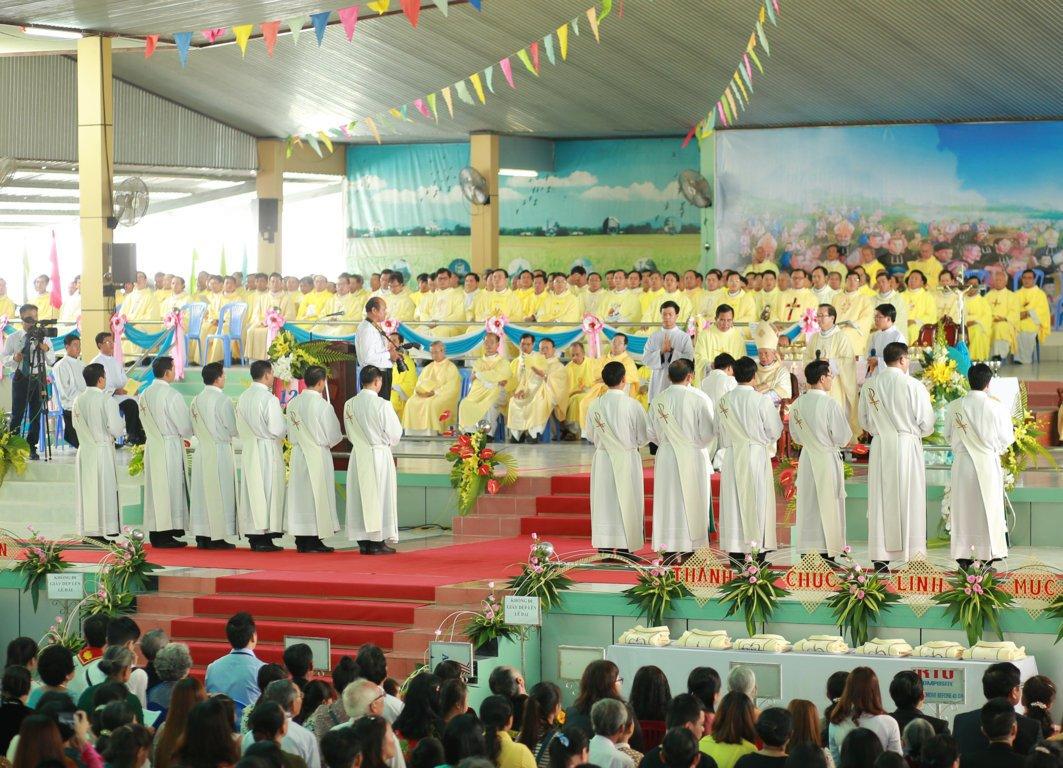 gp long xuyen thanh le phong chuc linh muc 2018 768 8 - Gp Long Xuyên Thánh lễ Phong chức linh mục 2018