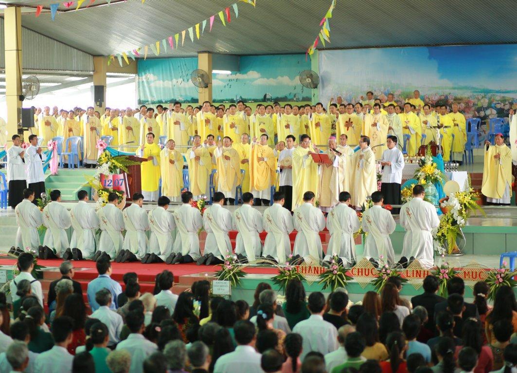 gp long xuyen thanh le phong chuc linh muc 2018 768 9 - Gp Long Xuyên Thánh lễ Phong chức linh mục 2018