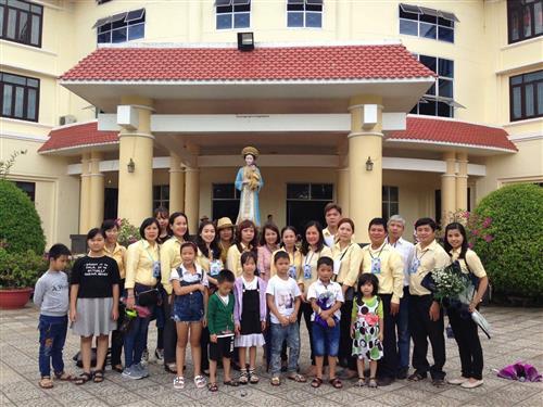 tong giao phan hue ngay hop mat gia dinh tre - Tổng Giáo Phận Huế : Ngày họp mặt gia đình trẻ