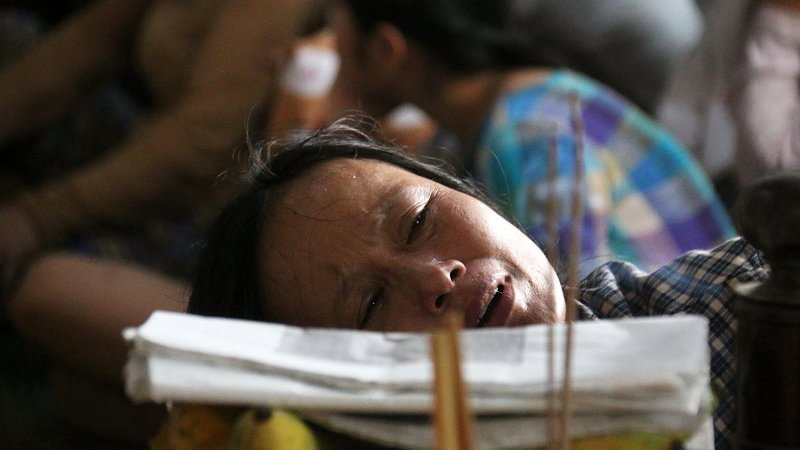 cau nguyen cho 13 nguoi qua doi noi nu cuoi hoa nuoc mat dau thuong 838 10 - Cầu nguyện cho 13 người qua đời: Nơi nụ cười hoá nước mắt đau thương