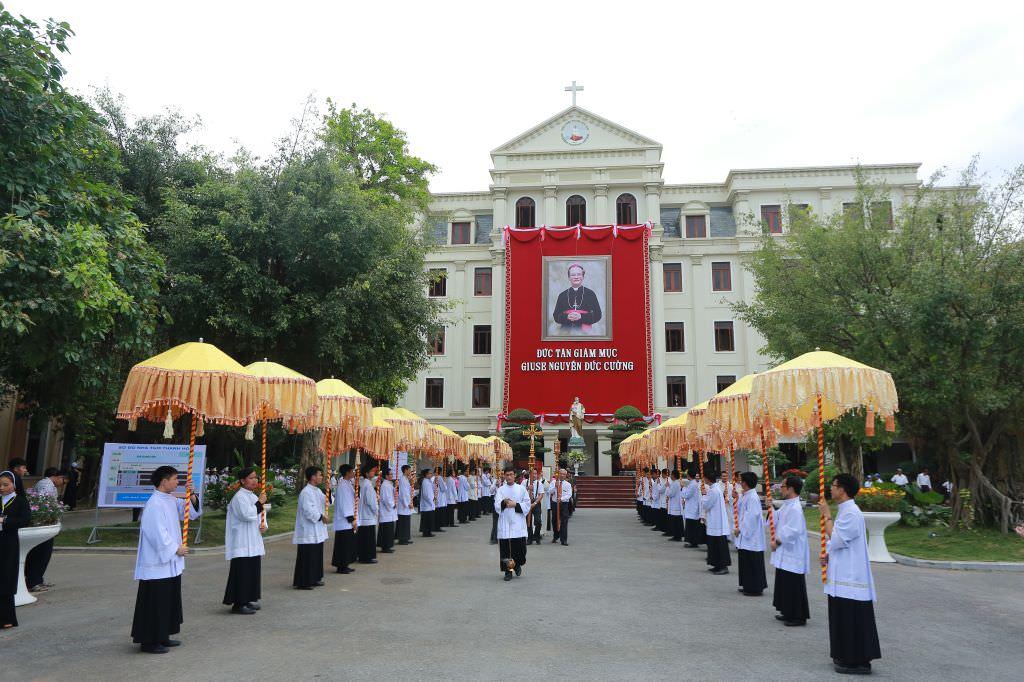 Đại Lễ Tấn Phong Đức Giám Mục Thanh Hóa Giuse Nguyễn Đức Cường 2