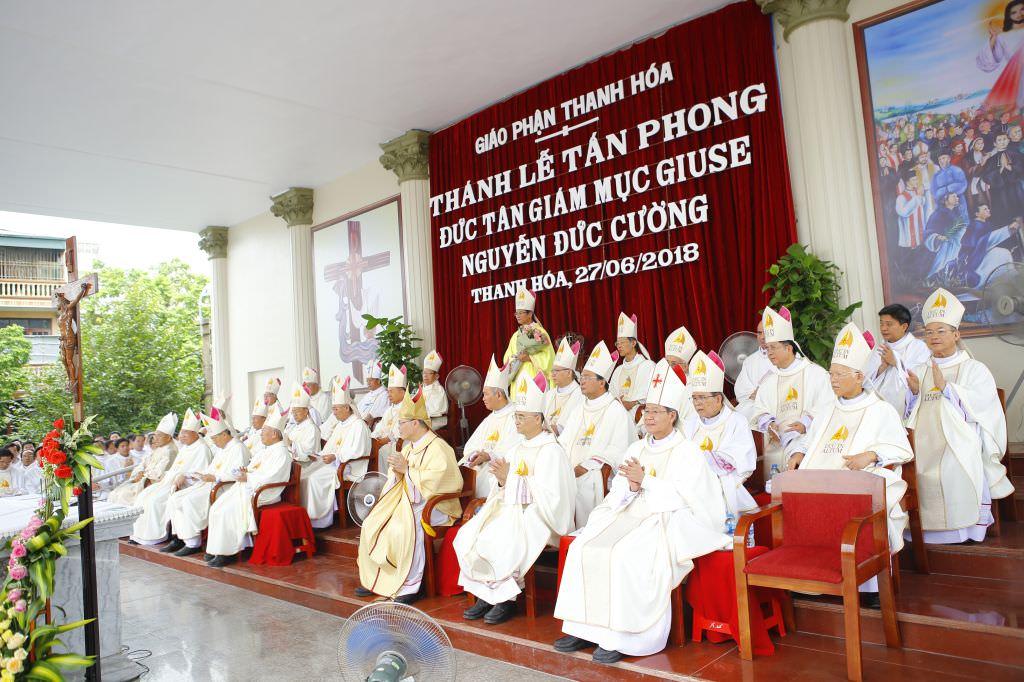 Đại Lễ Tấn Phong Đức Giám Mục Thanh Hóa Giuse Nguyễn Đức Cường 3