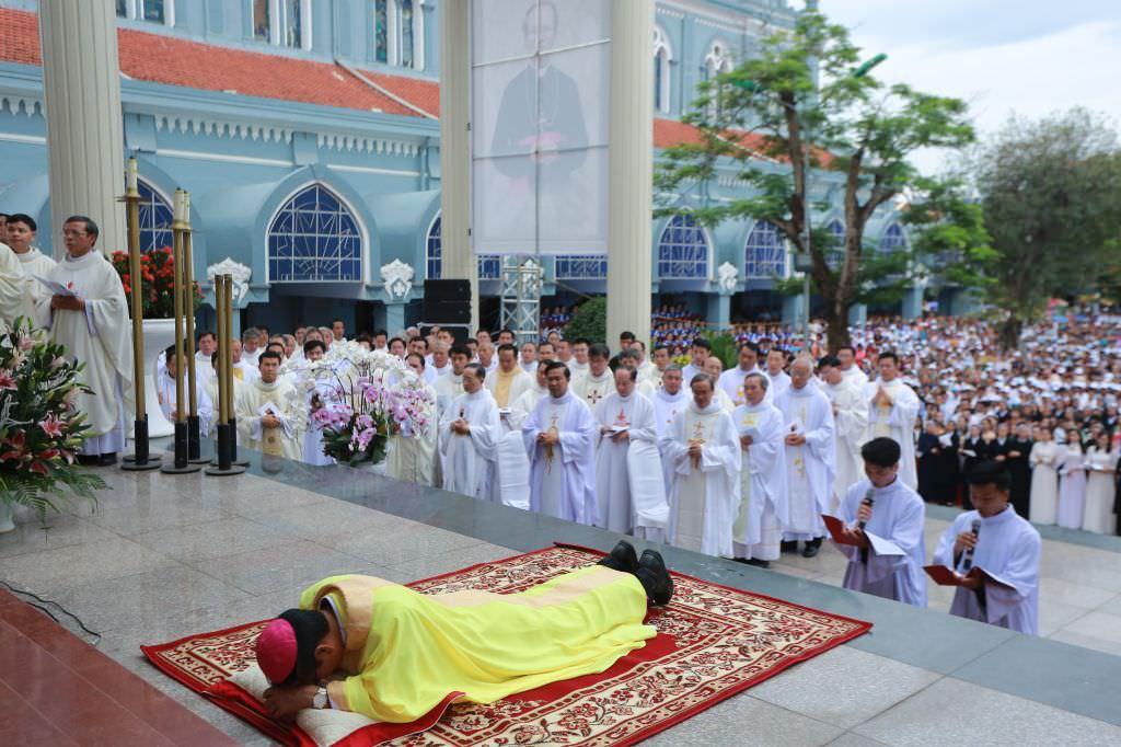 Đại Lễ Tấn Phong Đức Giám Mục Thanh Hóa Giuse Nguyễn Đức Cường 9