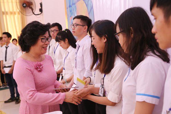 Học bổng Tôma Thiện, đỡ nâng sinh viên nghèo