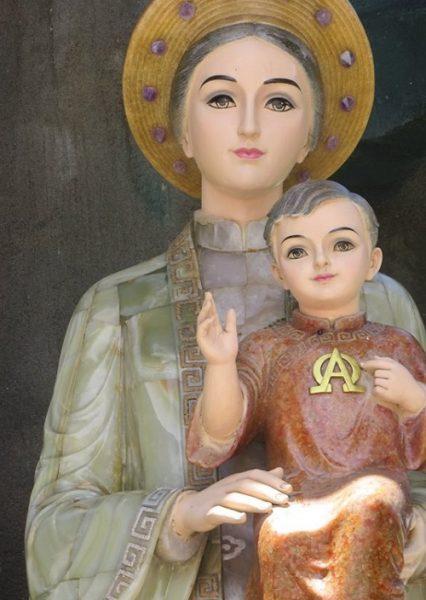 Tượng Đức Mẹ La Vang bằng đá cẩm thạch (2011)