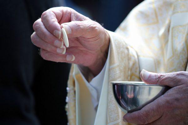 """Tại sao việc rước lễ lần cuối cùng được gọi là """"Của ăn đàng""""?"""
