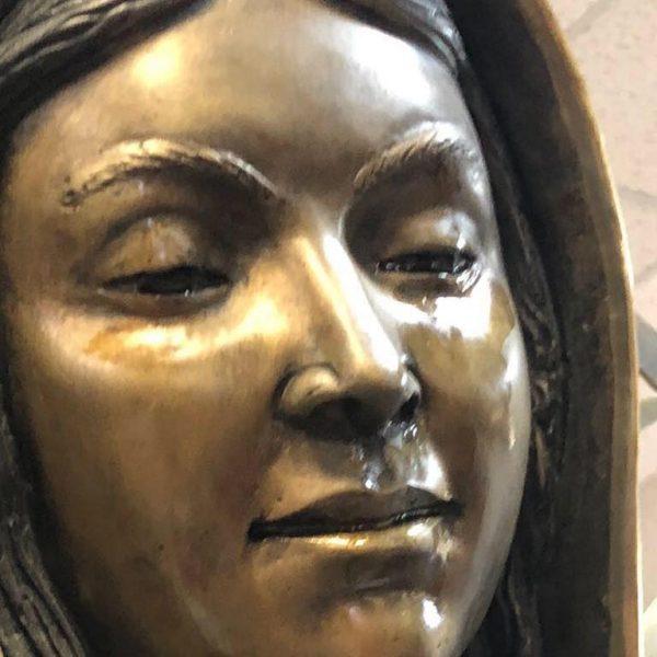 Đức Cha Oscar Cantú: Giáo phận không giải thích nổi tại sao tượng Đức Mẹ tiếp tục chảy nước mắt ở New Mexico