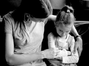 Nói thế nào với con em mình về bê bối lạm dụng tình dục của Giáo Hội