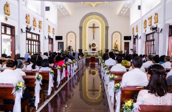 ocam 08 600x392 - Dòng Anh Em Đức Trinh Nữ Maria Diễm Phúc núi Cát Minh : Thánh Lễ phong chức linh mục