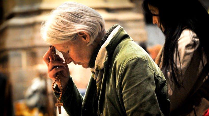 tai sao nguoi cong giao lam dau truoc khi cau nguyen 1785 - Tại sao người Công giáo làm dấu trước khi cầu nguyện?