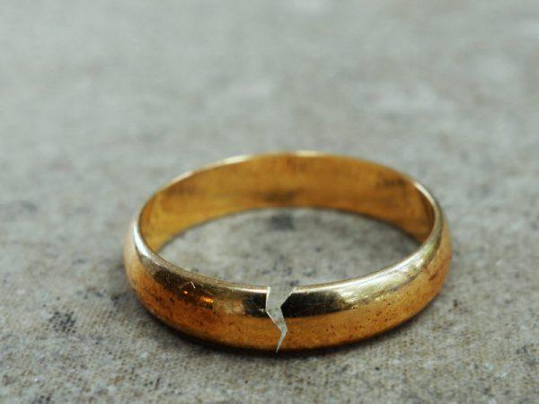 nhan dien nhung ke thu giau mat trong hon nhan 600x450 - Nhận diện những kẻ thù giấu mặt trong hôn nhân