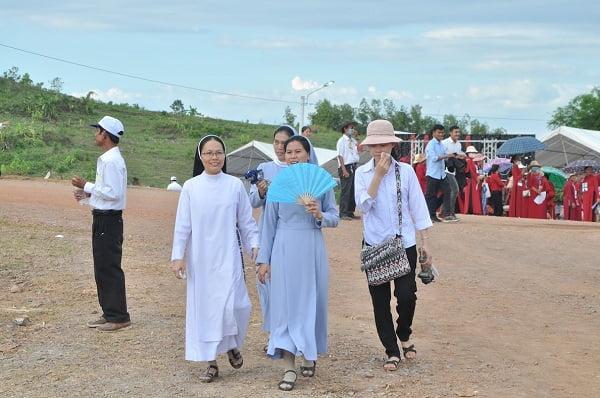 """16 - Xuân Lộc Cử Hành """" Ngày Giáo Phận"""" và Thánh Lễ Bế Mạc Năm Thánh Các Thánh Tử Đạo Việt Nam tại Trung Tâm Đức Mẹ Núi Cúi"""