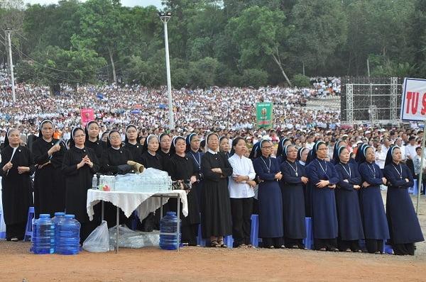 """59 - Xuân Lộc Cử Hành """" Ngày Giáo Phận"""" và Thánh Lễ Bế Mạc Năm Thánh Các Thánh Tử Đạo Việt Nam tại Trung Tâm Đức Mẹ Núi Cúi"""