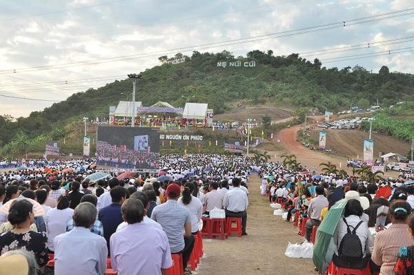 """88 - Xuân Lộc Cử Hành """" Ngày Giáo Phận"""" và Thánh Lễ Bế Mạc Năm Thánh Các Thánh Tử Đạo Việt Nam tại Trung Tâm Đức Mẹ Núi Cúi"""