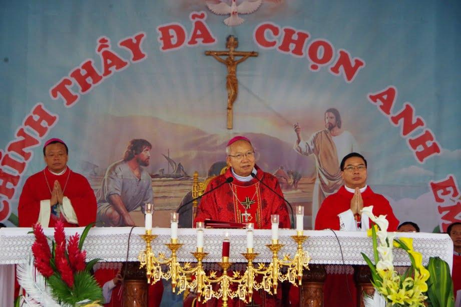 Vinh 02 - GP.VINH: Thánh lễ truyền chức Linh mục và Bế mạc Năm Thánh mừng kính các Thánh Tử đạo Việt Nam