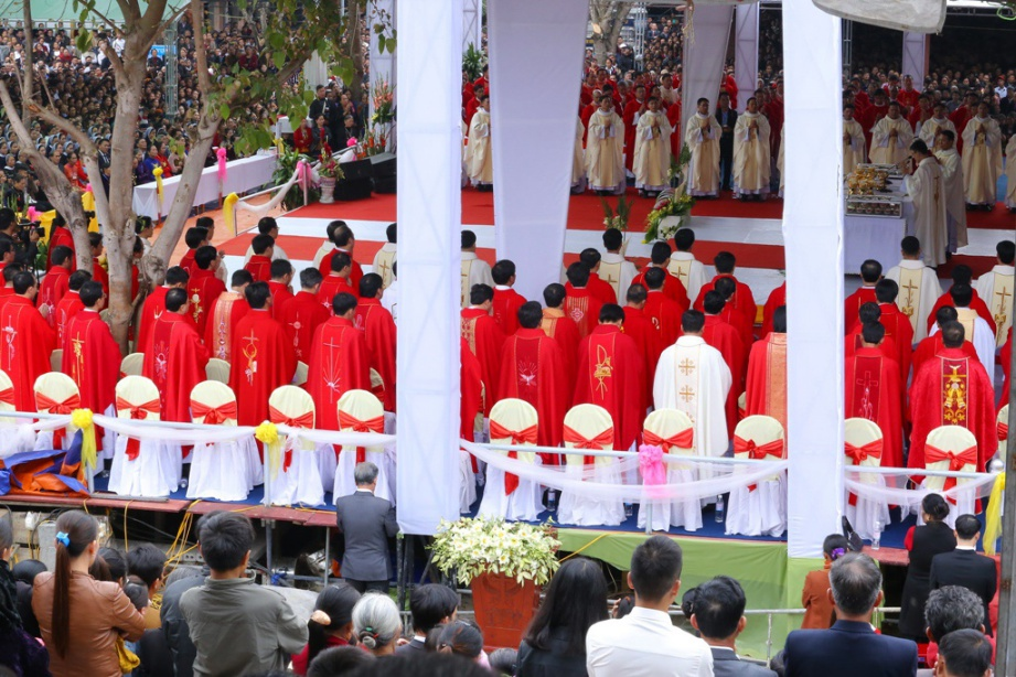 Vinh 03 - GP.VINH: Thánh lễ truyền chức Linh mục và Bế mạc Năm Thánh mừng kính các Thánh Tử đạo Việt Nam