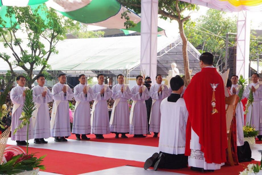 Vinh 05 - GP.VINH: Thánh lễ truyền chức Linh mục và Bế mạc Năm Thánh mừng kính các Thánh Tử đạo Việt Nam