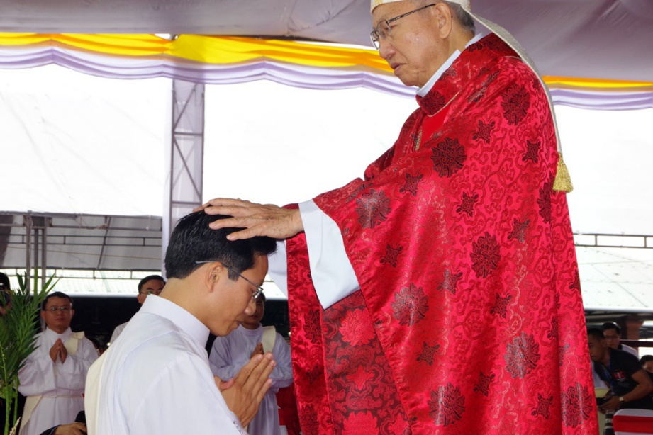 Vinh 07 - GP.VINH: Thánh lễ truyền chức Linh mục và Bế mạc Năm Thánh mừng kính các Thánh Tử đạo Việt Nam