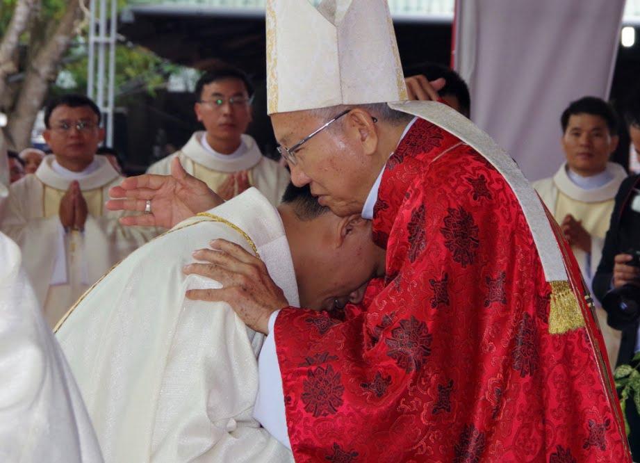 Vinh 09 - GP.VINH: Thánh lễ truyền chức Linh mục và Bế mạc Năm Thánh mừng kính các Thánh Tử đạo Việt Nam