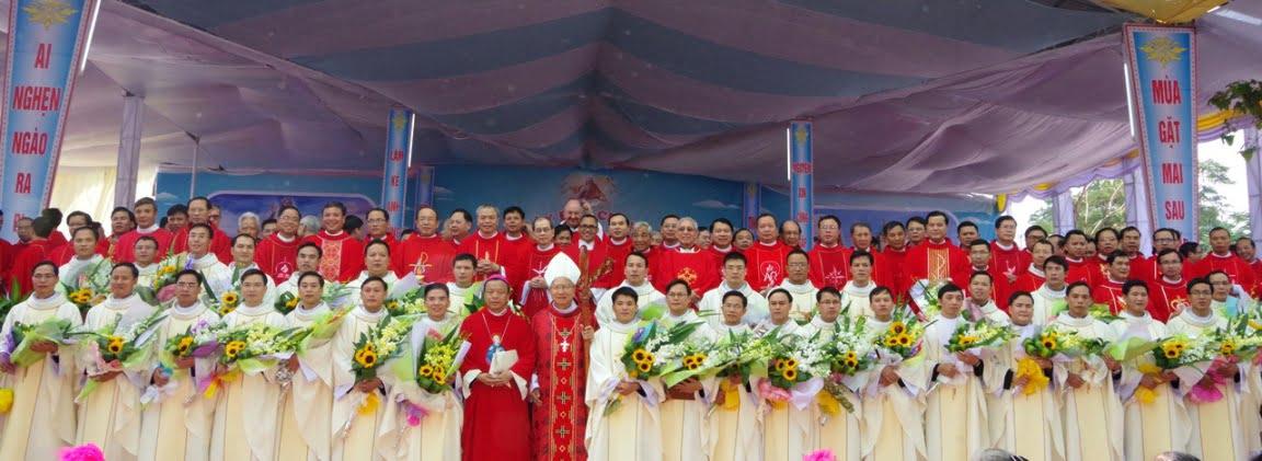 Vinh 11 - GP.VINH: Thánh lễ truyền chức Linh mục và Bế mạc Năm Thánh mừng kính các Thánh Tử đạo Việt Nam