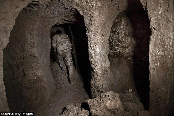 bi an duoi mo tien tri giona 3 600x400 - Bí ẩn dưới mộ tiên tri Giôna