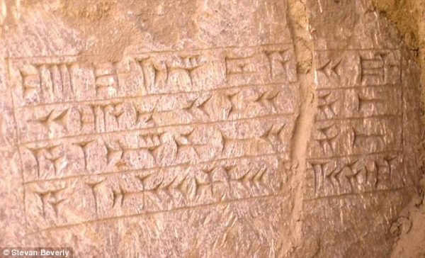 bi an duoi mo tien tri giona 4 600x364 - Bí ẩn dưới mộ tiên tri Giôna