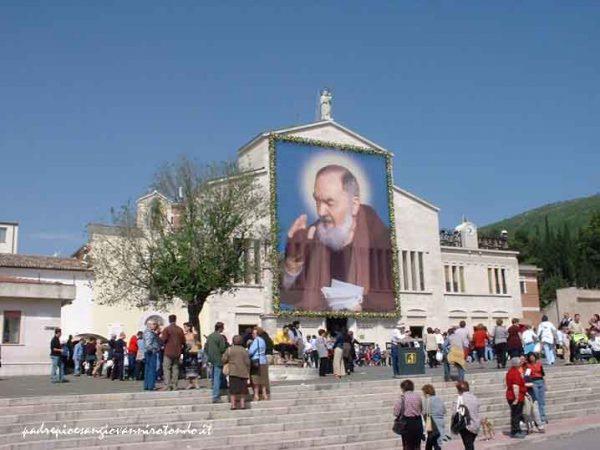 Các phép lạ đầy hài hước của Cha Pio 2