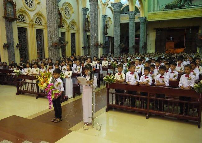 cam on - Thánh Danh: Các em xưng tội, rước lễ lần đầu