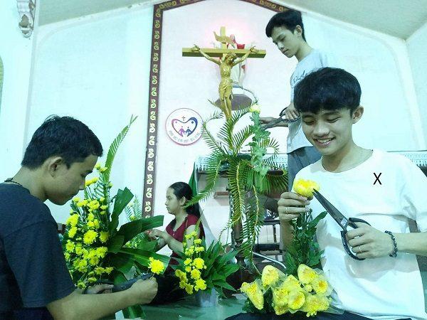 Chuyện của những chàng trai cắm hoa nhà thờ 2