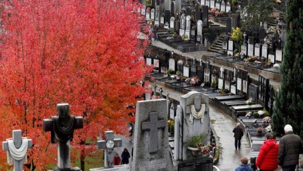 Cộng đoàn Thánh Giáo Hoàng Gioan XXIII cầu nguyện cho các trẻ em chưa được sinh ra trong các nghĩa trang