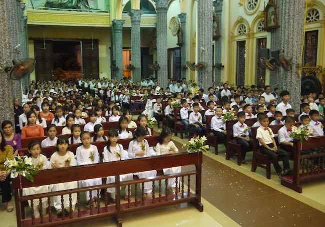 cong doan 1 - Thánh Danh: Các em xưng tội, rước lễ lần đầu