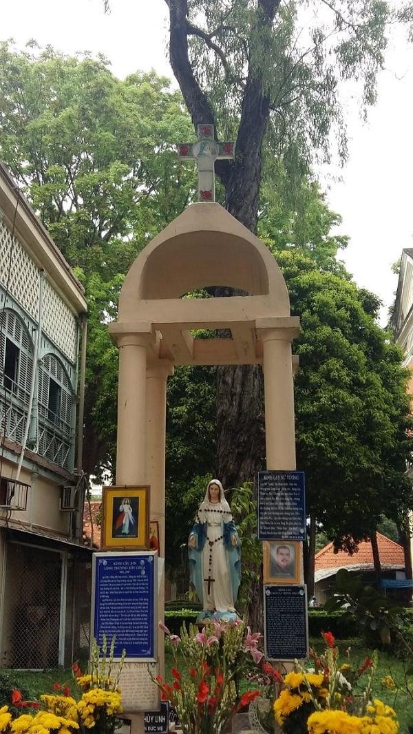 Đền Đức Mẹ và các thánh trong bệnh viện 2