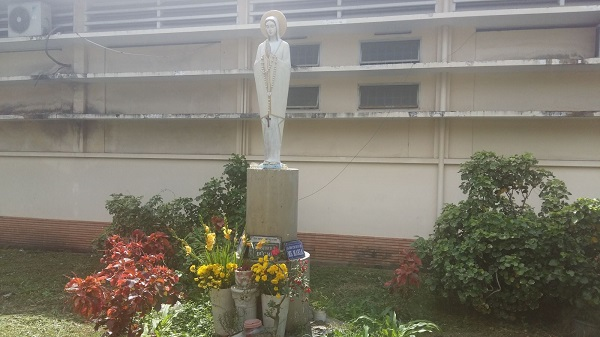 Đền Đức Mẹ và các thánh trong bệnh viện