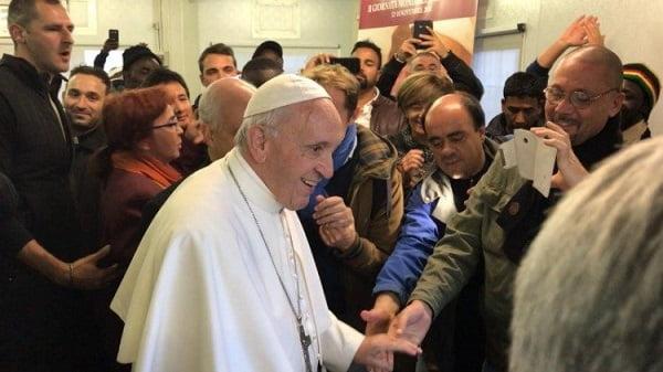 Đức Thánh Cha bất ngờ thăm bệnh viện dã chiến 2