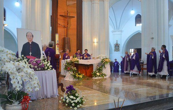 duc tong giam muc phaolo bui van doc tgp tphcm 600x383 - Nơi an táng các vị Giám mục qua đời gần đây