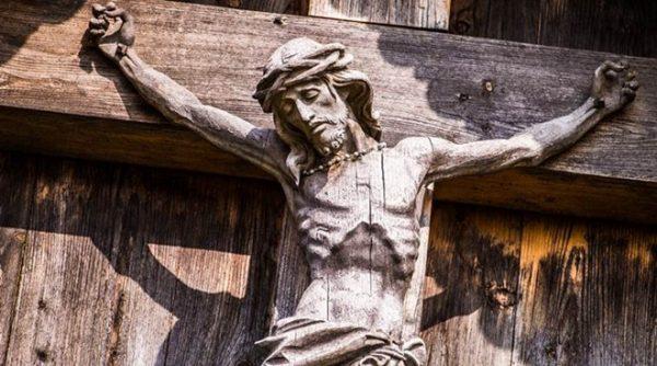 good friday 600x334 - Đâu là những thách đố và hiểm nguy cho niềm tin có Thiên Chúa ngày nay?