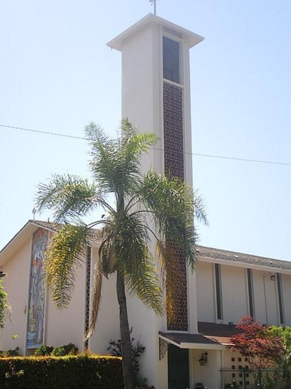 nha tho thanh victor - Những ngôi thánh đường ở Hollywood