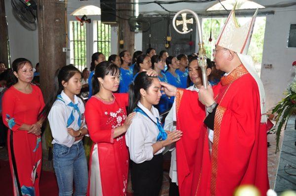 nhung buoc chan dau tien cua duc tan tong giam muc 600x398 - Những bước chân đầu tiên của Ðức tân Tổng Giám mục
