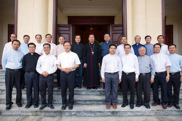 Phái đoàn Tổng Giáo phận Hà Nội tới chào Đức Tân Tổng Giám mục Giuse Vũ Văn Thiên