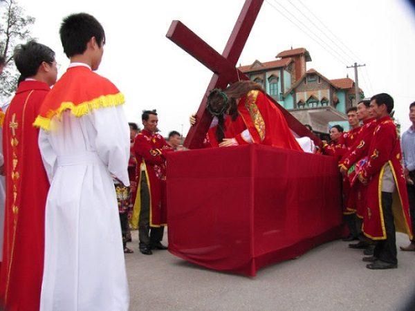 Tại sao lại che phủ các thánh giá và các ảnh tượng trong tuần cuối mùa Chay? 2