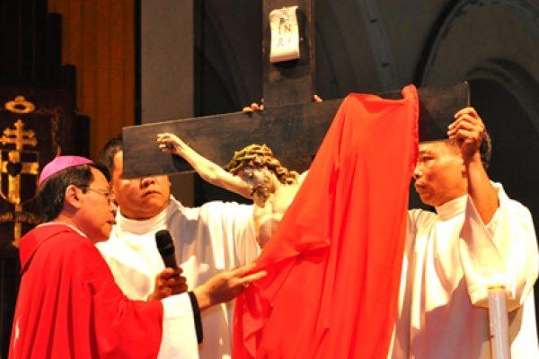 Tại sao lại che phủ các thánh giá và các ảnh tượng trong tuần cuối mùa Chay? 3
